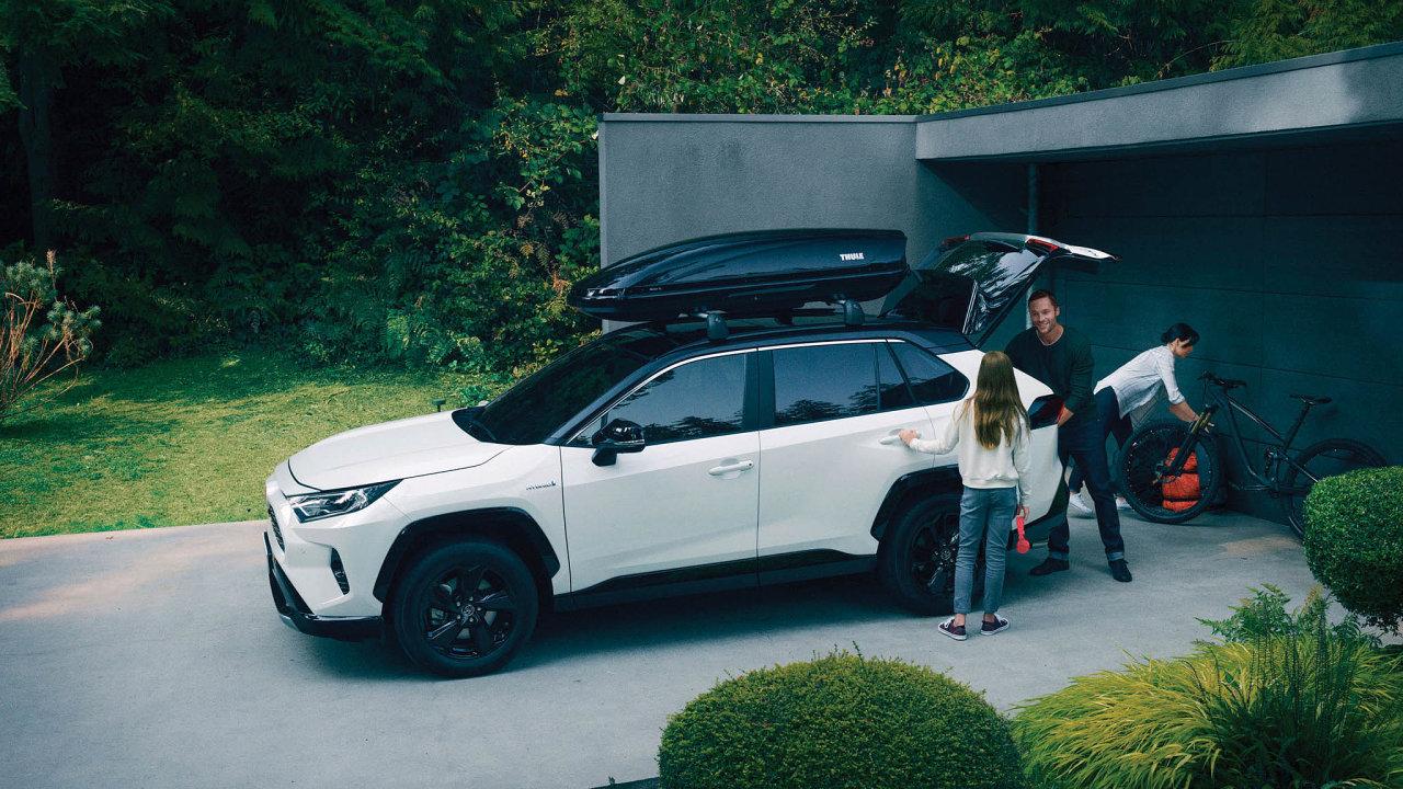 Nejprodávanější hybrid vČesku je odToyoty: Zhruba 40 procent zcelkového počtu vČesku prodaných toyot tvoří hybridy. Nejprodávanější je model Toyota RAV4.