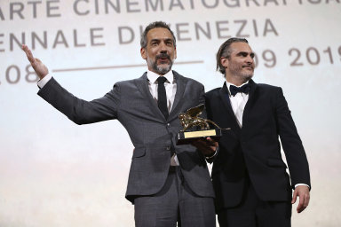 Režisér snímku Joker Todd Phillips (nalevo) a představitel hlavní postavy Joaquin Phoenix.
