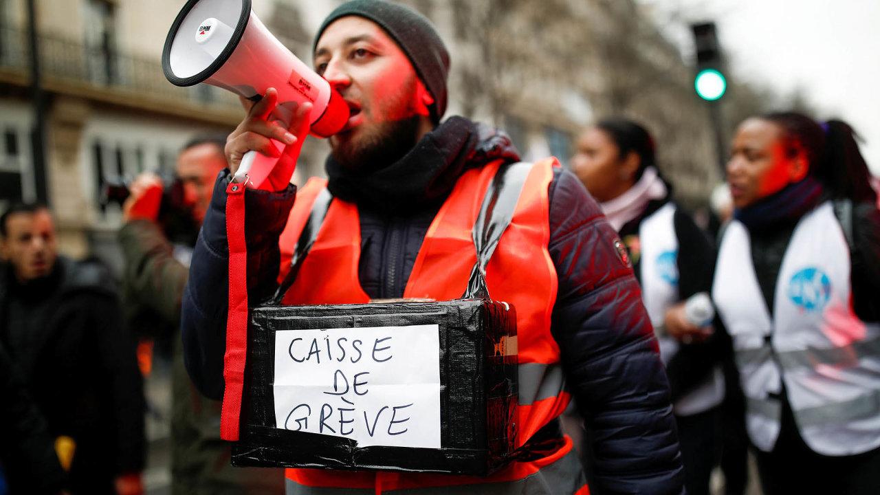 Francouzi protestují proti penzijní reformě už od5. prosince.