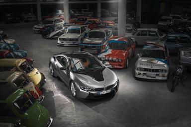 """Sběratelský potenciál.Čtenáři magazínu AutoBild Klassik již vroce 2014 zvolili hybridní i8 """"klasikem budoucnosti""""."""