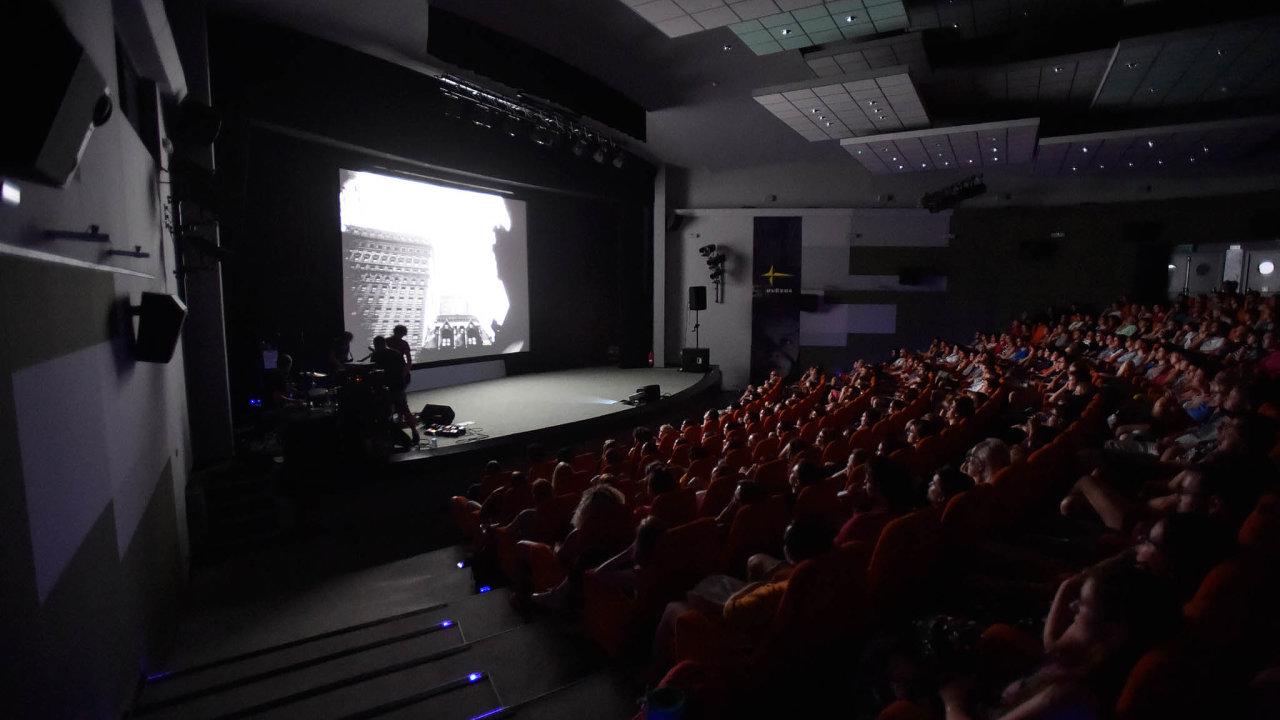 Letní filmová škola vUherském Hradišti je největším nesoutěžním filmovým festivalem vČesku. Koná se již od roku 1975.