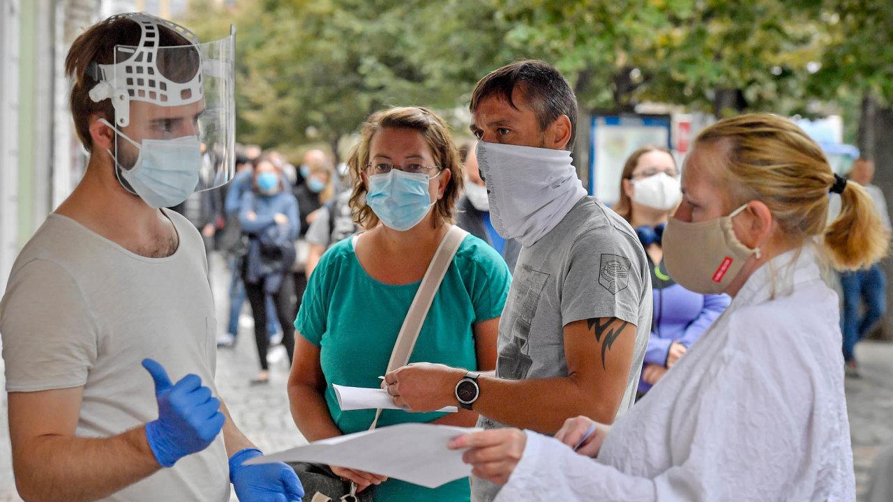 Případ Ivana Ryšavého potvrzuje to, co přiznávají už isami hygienici: trasování nakažených nestíhají.