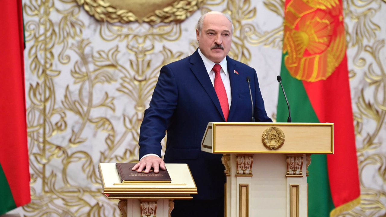 Alexandr Lukašenko složil ve středu 23. září prezidentský slib. Opozice i mnozí zahraniční politici právoplatnost tohoto aktu zpochybňují.
