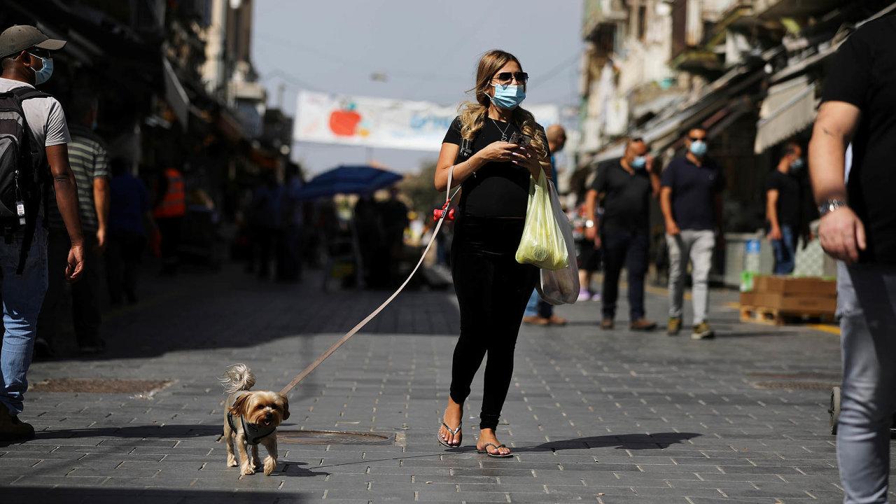 Devítimilionový Izrael se kvůli šířící se epidemii vdruhé polovině září stal vůbec první zemí nasvětě, jež se opětovně vrátila docelostátní karantény.