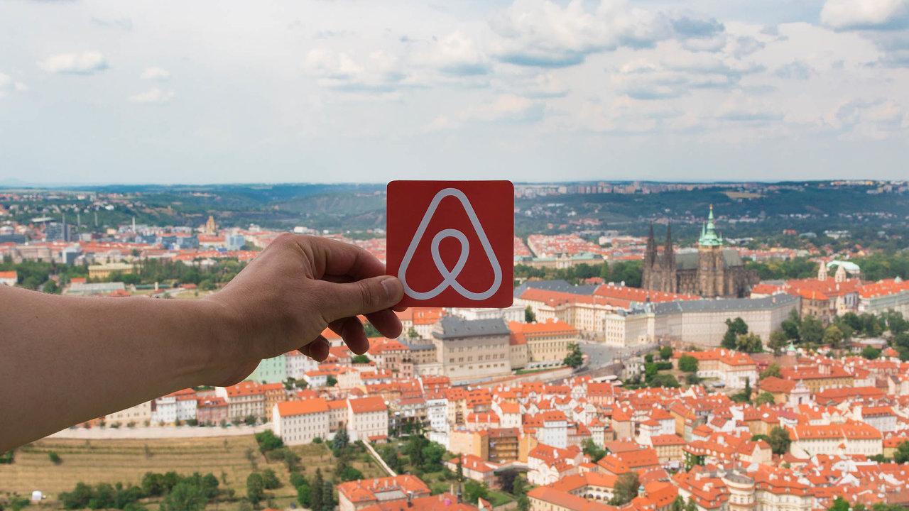 Byznys s krátkodobými pronájmy přes platformu Airbnb kvůli koronaviru po celém světě upadá. A Praha není výjimkou.