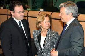 Ministři financí eurozóny odsouhlasili rekordních 110 miliard eur pro Řecko