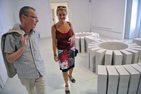 Ředitel Moravské galerie a kurátor výstavy Marek Pokorný s Milenou Dopitovou / Foto ČTK