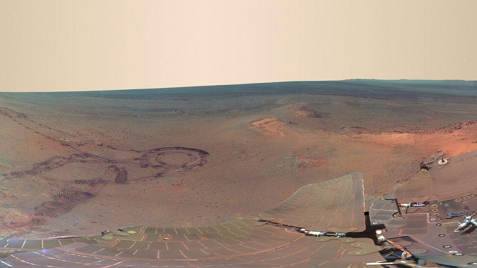Povrch Marsu v panoramatických obrázcích