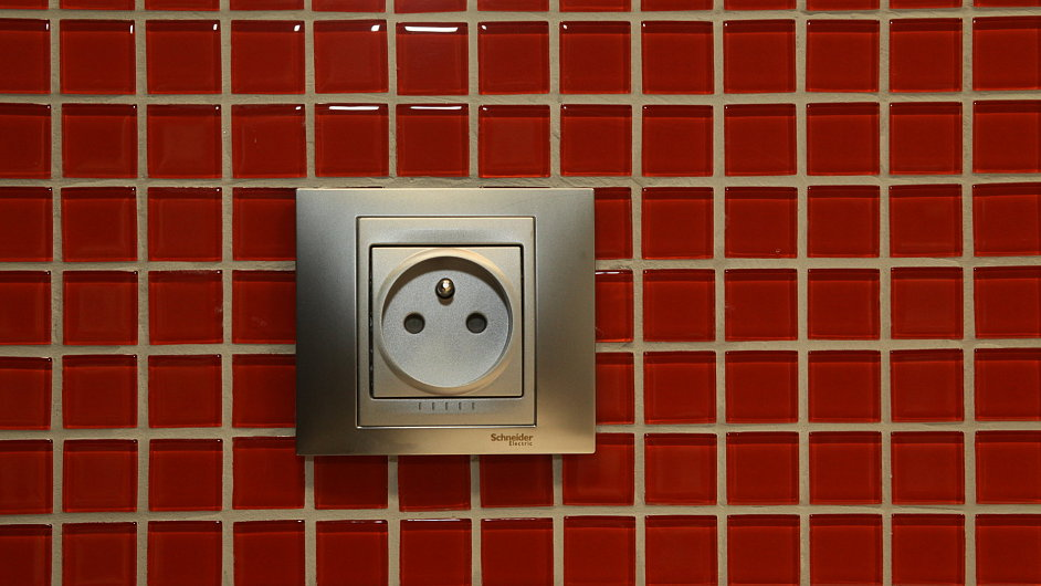 Elektřina domácnostem zlevní přibližně o jedenáct procent.