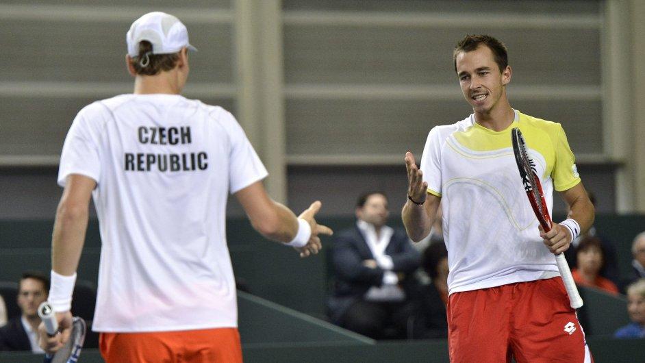 Tomáš Berdych a Lukáš Rosol při čtyřhře Davisova poháru
