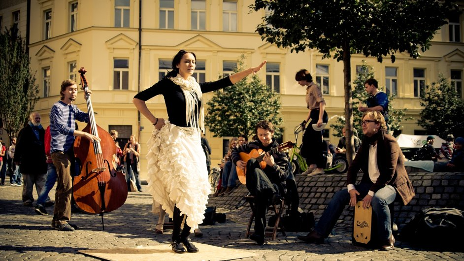 Sousedskou slavnost Zažít město jinak zažila Praha už vloni.