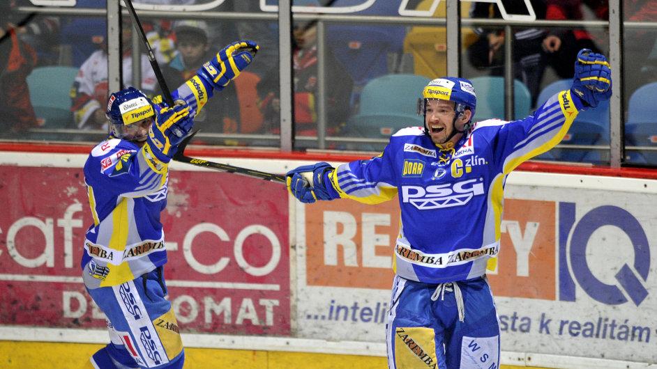 Petr Čajánek (vpravo) slaví postup Zlína