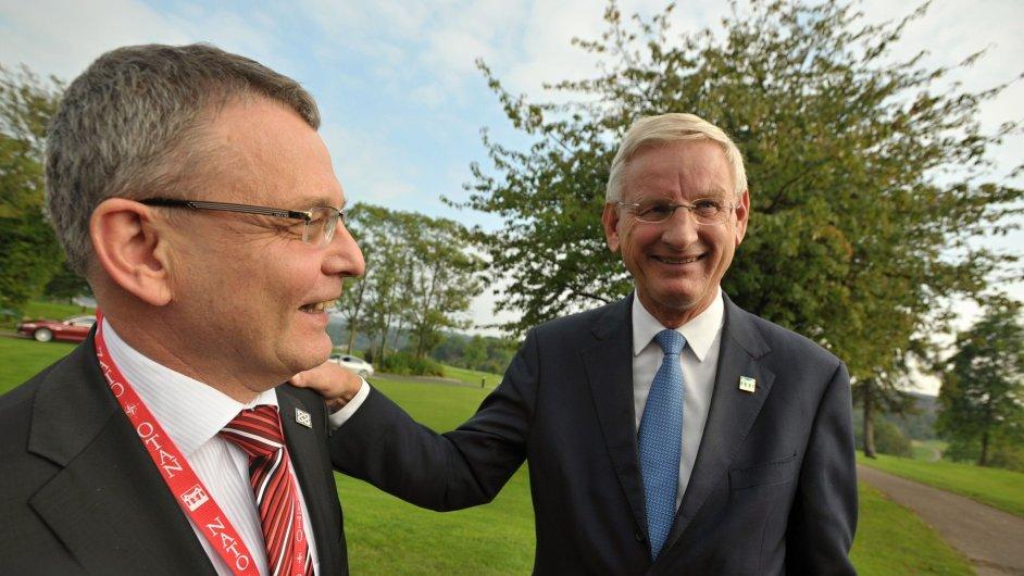 Český ministr zahraničí Lubomír Zaorálek a jeho švédský kolega Carl Bildt na summitu NATO ve velšském Newportu