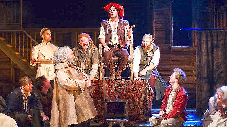 Shakespearovská společnost nedávno derniérovala inscenaci Jindřicha IV.