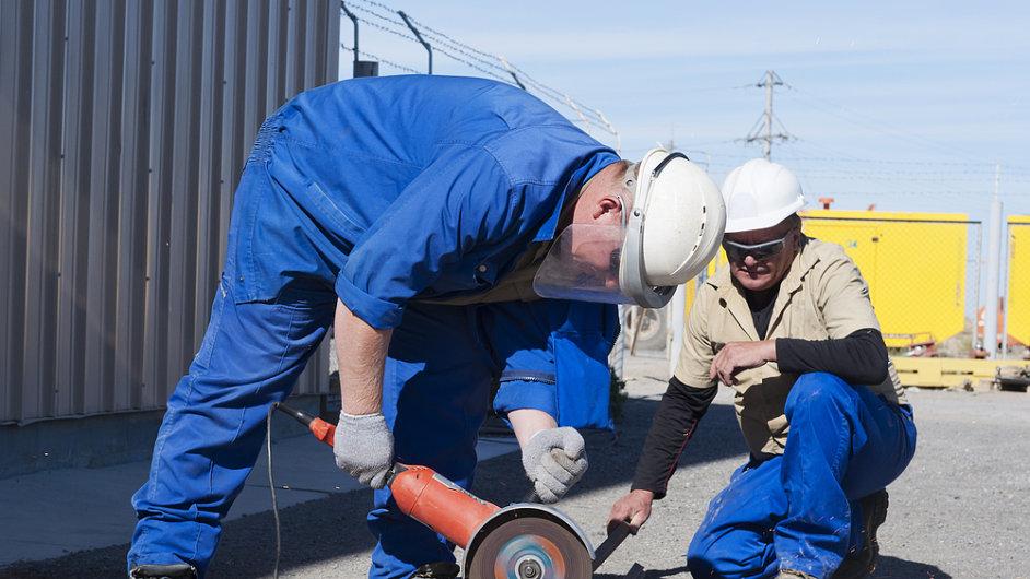 Nelegální pracovníci na stavbě.