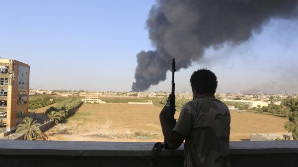 Stabilitu těžby ropy v Libyi ohrožují islamisté.