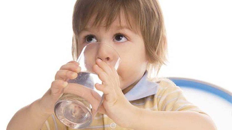 Kojenecká voda nesmí obsahovat žádné škodlivé látky  (ilustrační foto).