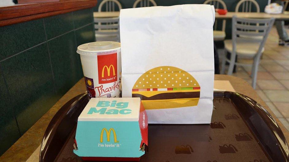 Americký McDonald's se snaží zvýšit tržby novým anonymním obalem.
