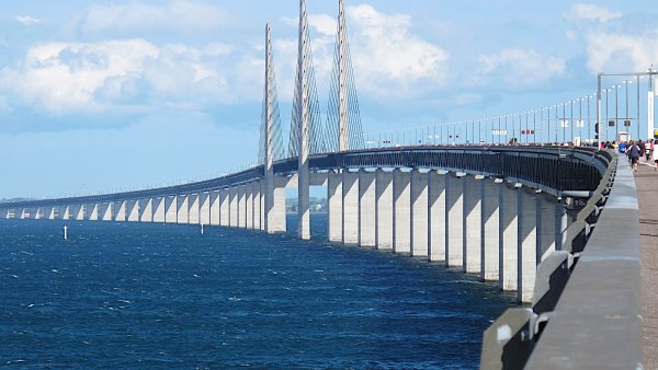 �resundsk� most, kter� stra�� ve slavn�m seri�lu, m� 15 let. Mo�sk� kolos spojil D�nsko a �v�dsko