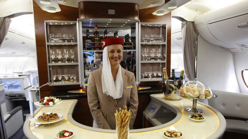 Přepravce Qatar Airways zákazníkům nabídne jídelní menu sestavené mistry kuchyně.