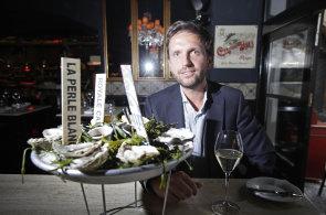 Spolumajitel Ravaku Patrik Kreysa miluje mořské plody. Poobědvali jsme s ním v ústřicovém baru