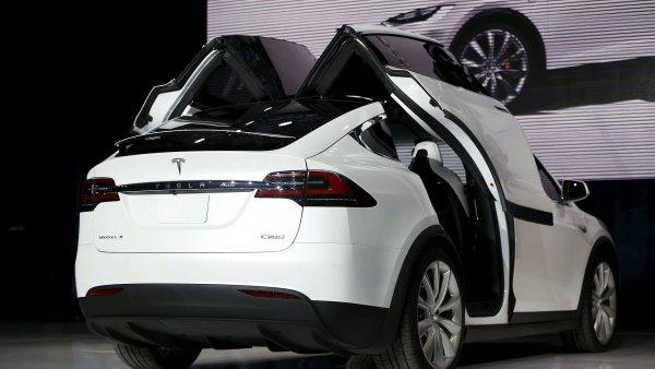 Investoři doufají, že Model X pomůže Tesle k zisku.