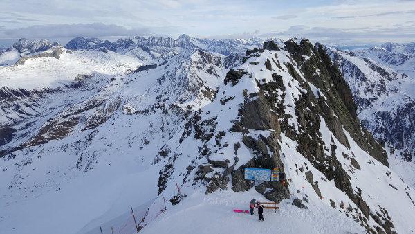 V nádherných kopcích kolem švýcarského města Andermatt vznikne do dvou let špičkové lyžařské středisko. Na výstavbu nových vleků a sjezdovek je připraveno 130 milionů švýcarských franků.