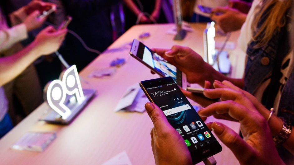 Adups dodává programy také ZTE a Huawei.