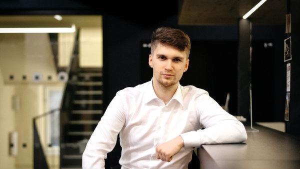 Ondřej Materna (30). Absolvent Nottingham Trent University, Právnické fakulty aFakulty informatiky MU vBrně založil vroce 2014 on-line platformu naautomatické generování smluv.