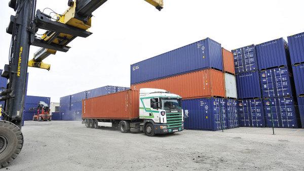 Ani do Česka vlaky s kontejnery z Číny nejezdí příliš přes polsko-ukrajinskou hranici.