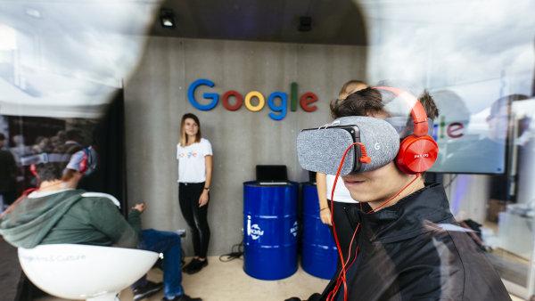 V Pražské tržnici si lidé mohli vyzkoušet i novinky z oblasti virtuální reality.