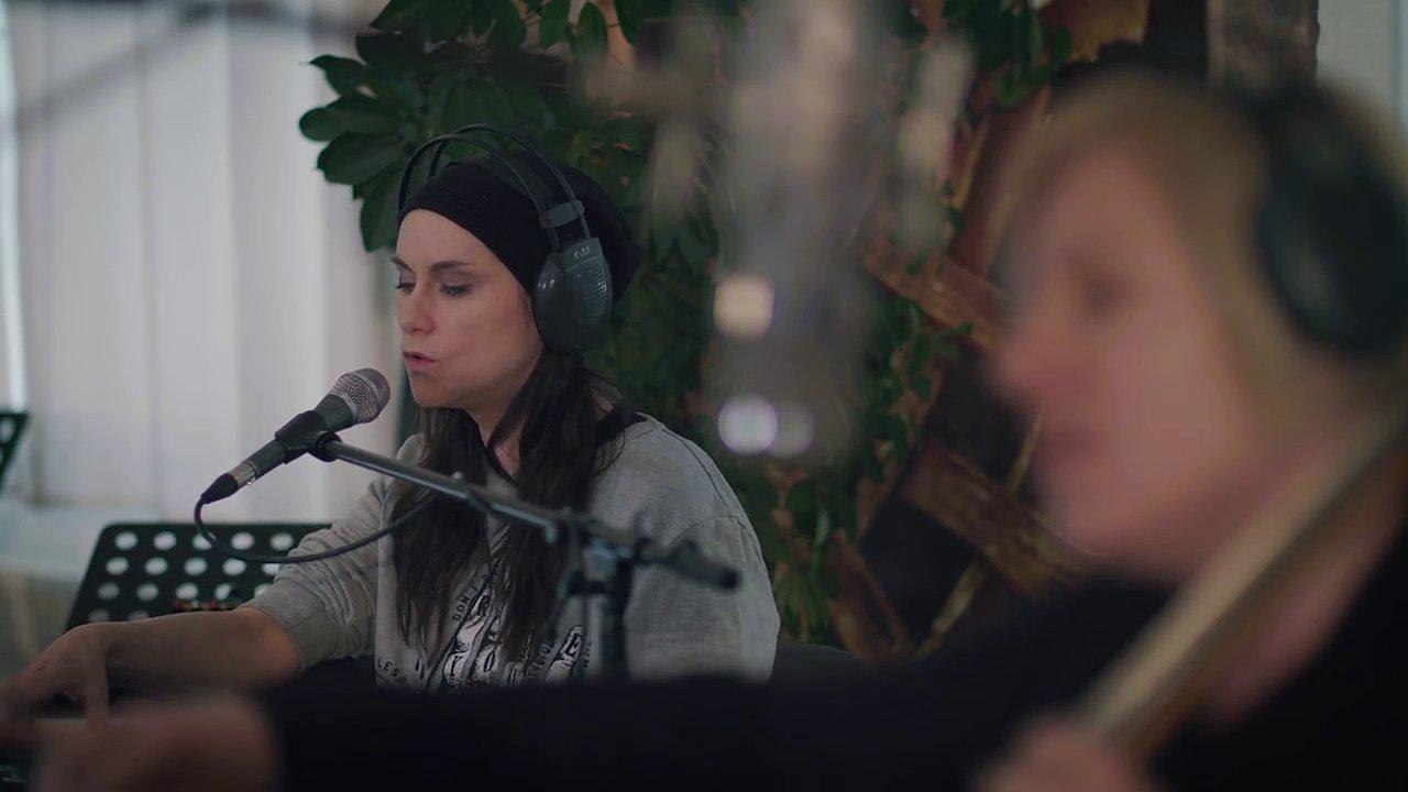 Na snímku z videoklipu Vertiga je Lenka Dusilová.