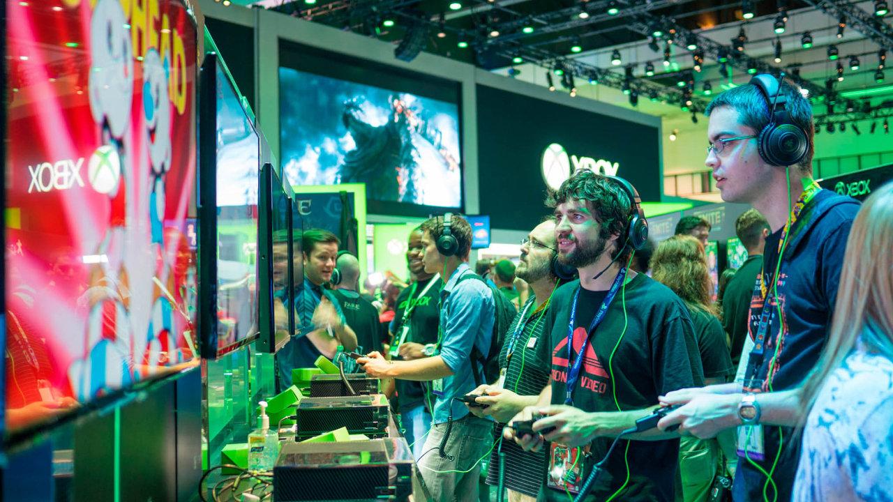 Microsoft v úterý uvádí natrh nejvýkonnější herní konzoli nasvětě Xbox One X.