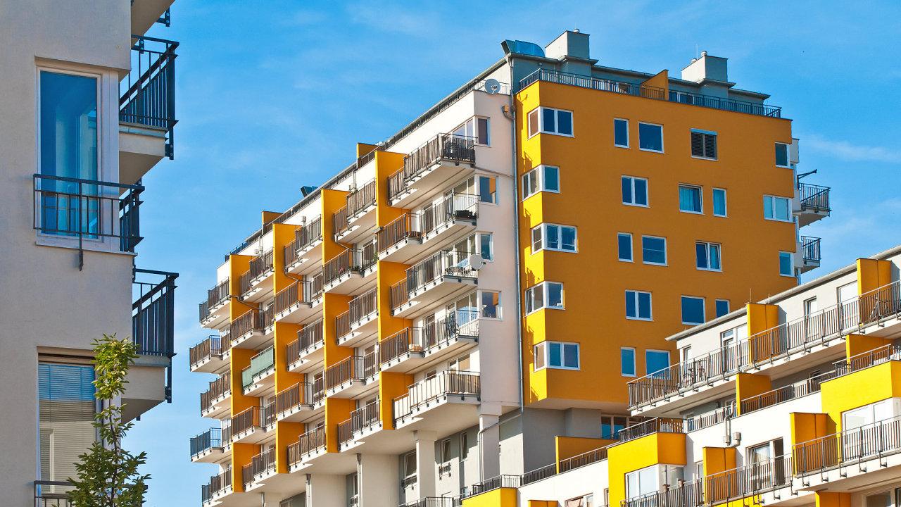 Češi si v únoru půjčovali na bydlení méně než v předcházejících měsících.