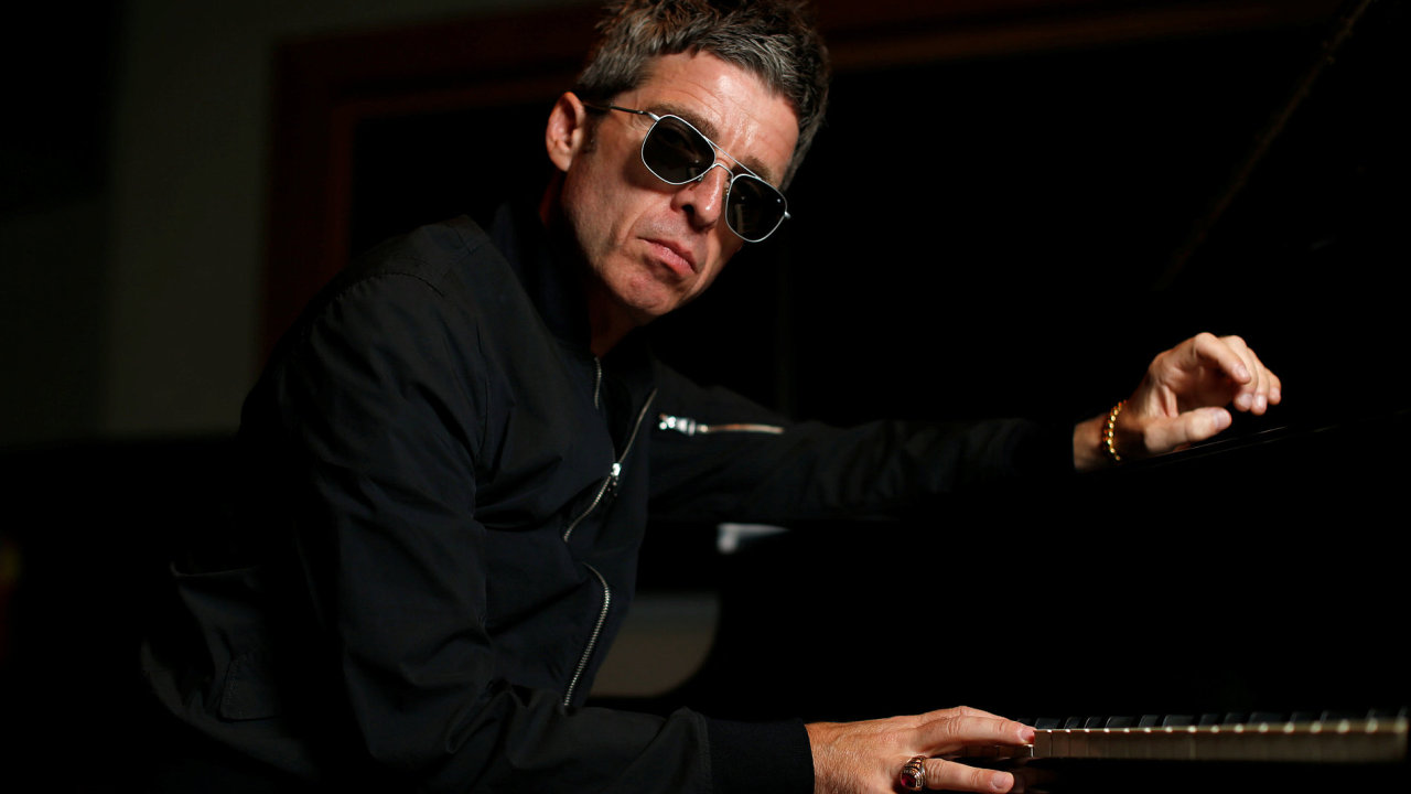 Na snímku z nedávného představení své nové desky v americké Kalifornii je hudebník Noel Gallagher.