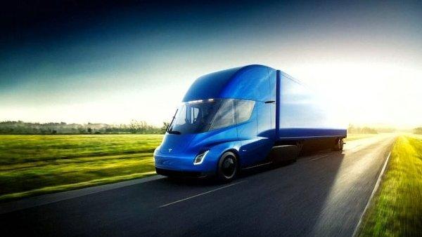 Elektrický tahač společnosti Tesla s názvem Semi údajně spotřebuje na jedno nabití tolik co 4000 domácností.
