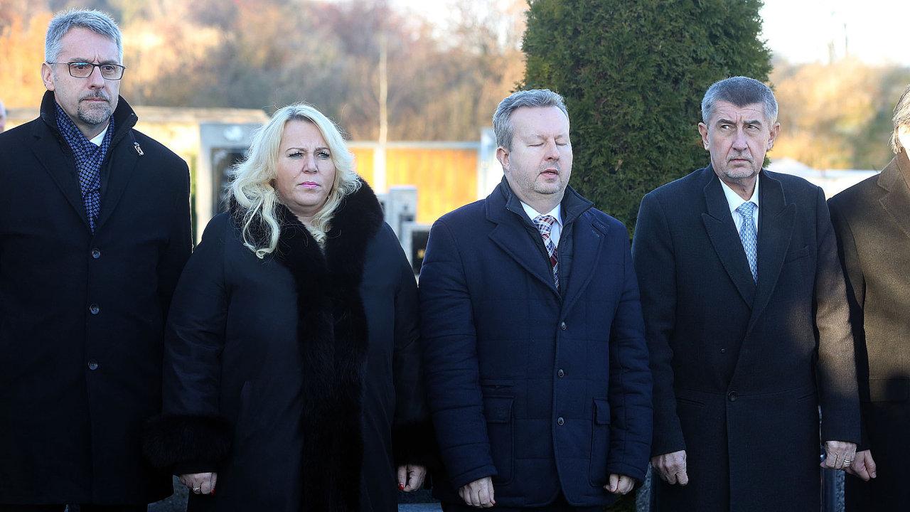 Předseda připravované vlády Andrej Babiš odjel se 14 ministry do Lán.