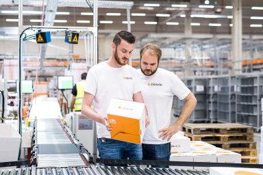 Internetový prodejce módy Zalando v Česku zavádí doručování zboží na dobírku.