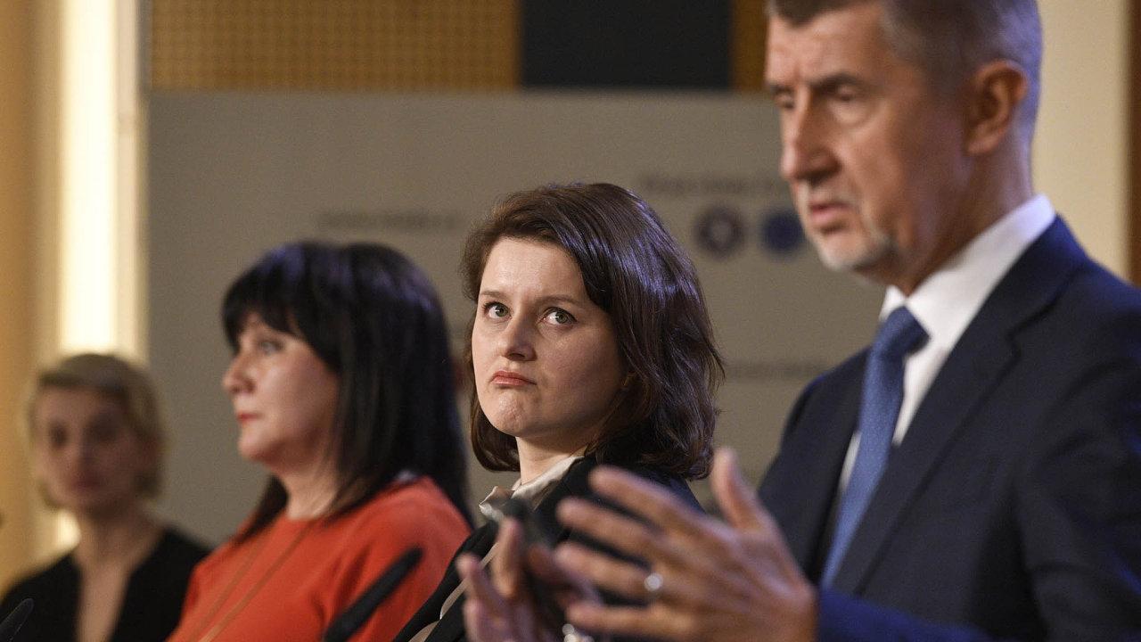 Řešíme rodičovskou: Opříspěvku rozhodují ministryně financí Schillerová, ministryně práce Maláčová apremiér Babiš.