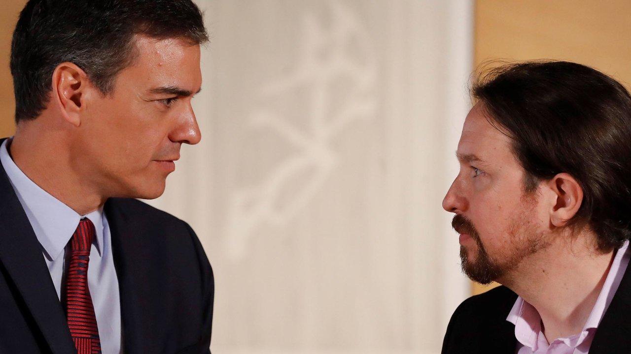 Iglesias aSánchez: Zatím se nedohodli navzniku koaliční vlády arozdělení ministerstev. Nyní mají další pokus. Sánchez (vlevo) aIglesias to musí stihnout do23.září.