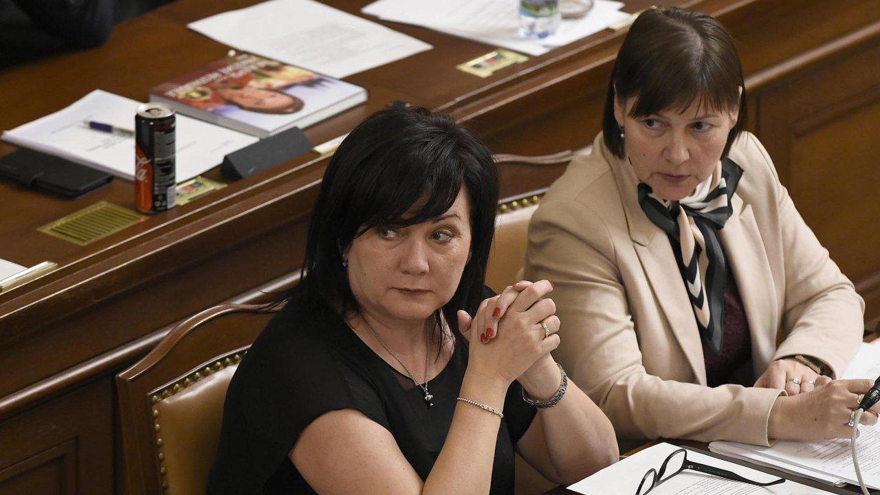 Zpožadavků nanavýšení peněz prošly jen ty, s nimiž souhlasila ministryně financí Alena Schillerová. Vpravo komunistická poslankyně Miloslava Vostrá, spoluautorka návrhů změn.