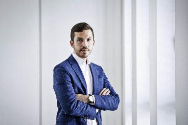 Majitel oděvní firmy Pietro Filipi Michal Mička navrhuje, že stát by mohl platit polovinu sumy.