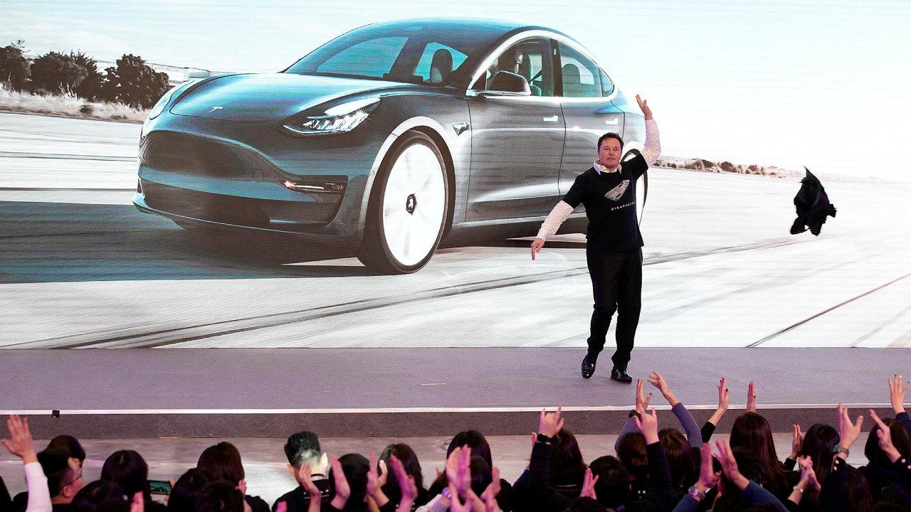 Muskovy plány. Tesla plánuje vNěmecku postavit novou továrnu navozy abaterie. Příští rok představí nový model Roadster.