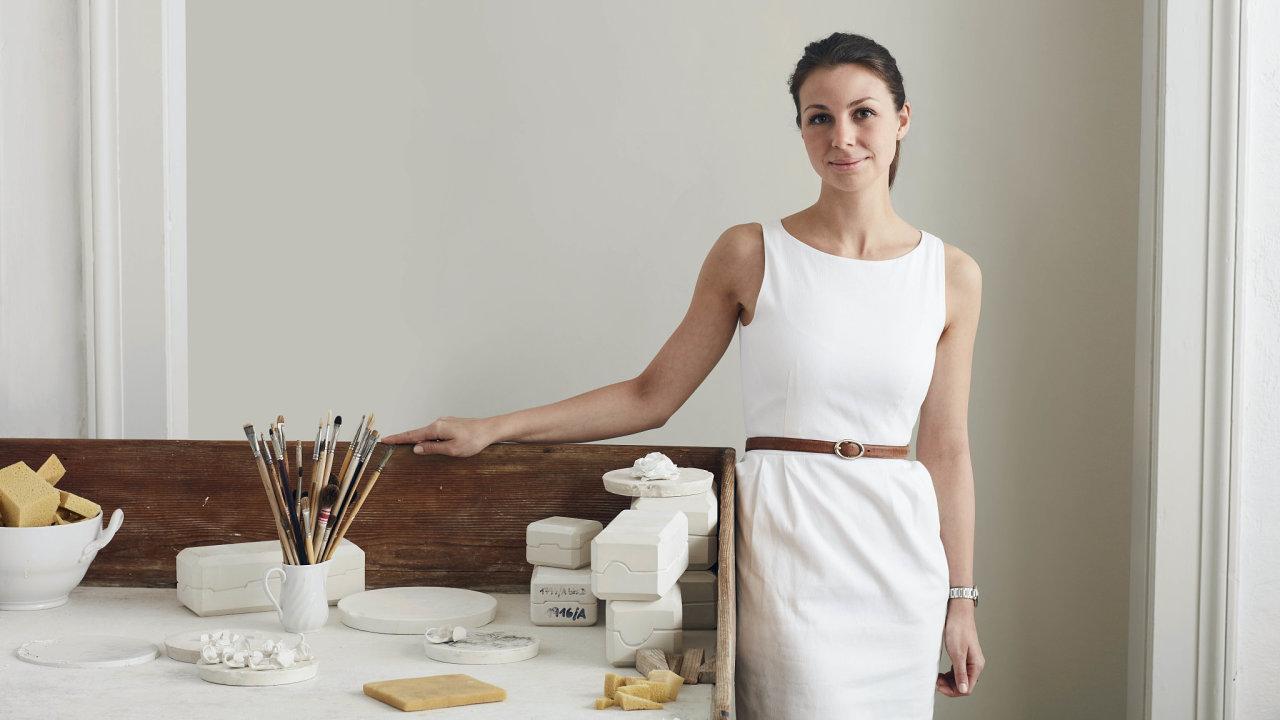 Devětadvacetiletá Sina Egglová vystudovala Technickou univerzitu v Mnichově, obor průmyslový design.