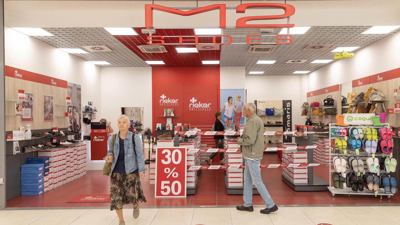 Obchod M2 Shoes vpražské galerii Fénix stále vítá zákazníky. Jeho budoucnost, stejně jako udalších 13 obchodů stejné značky, je ale nejistá.