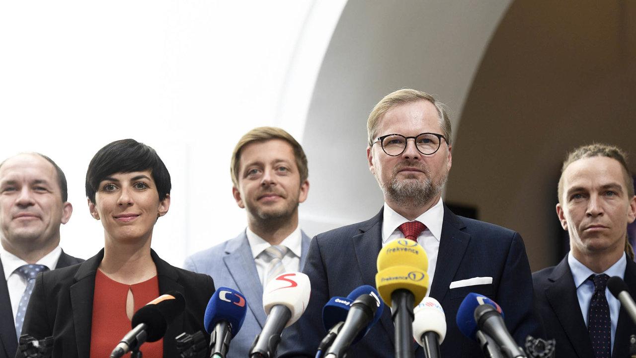 Šéf ODS Petr Fiala láká docelostátní koalice pro příští rok Starosty anezávislé. Jejich předseda Vít Rakušan by se však narozdíl odostatních opozičních lídrů nebránil ani paktu sPiráty.
