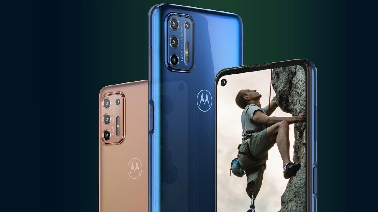 Motorola G9 Plus je velká, láká pozornost i lesklým tělem