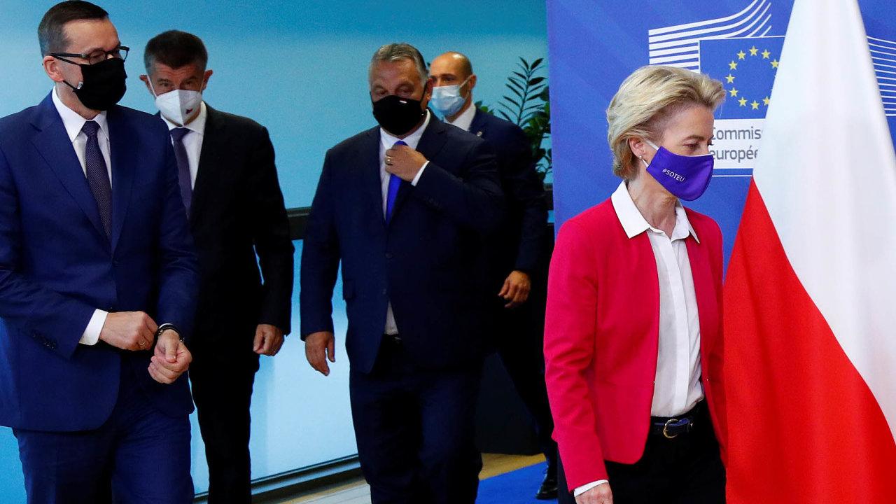 Na snímku (zleva) polský premiér Mateusz Morawiecki, český premiér Andrej Babiš, předseda maďarské vlády Viktor Orbán a šéfka Evropské komise Ursula von der Leyenová.