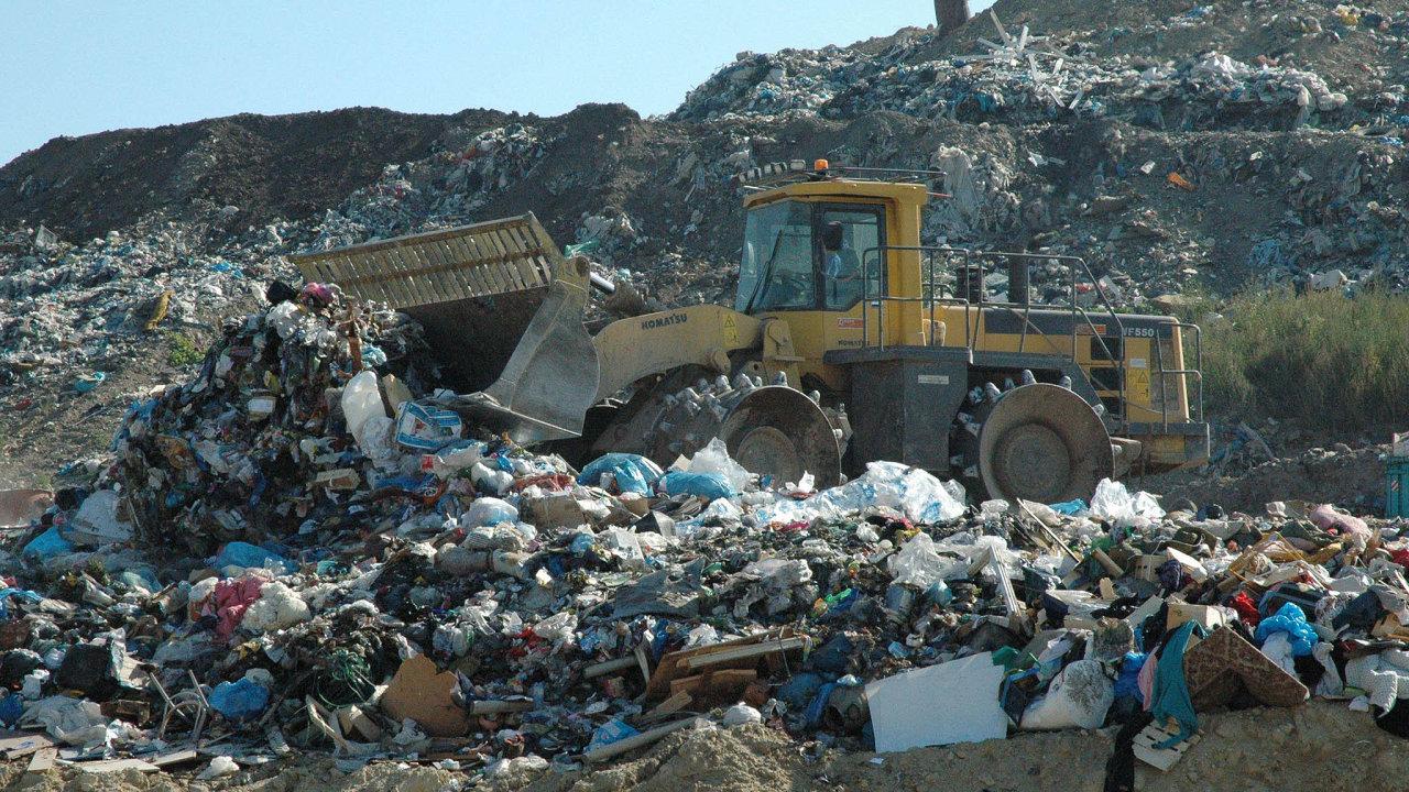 Skládkovat odpad bude v Česku možné až do roku 2030.
