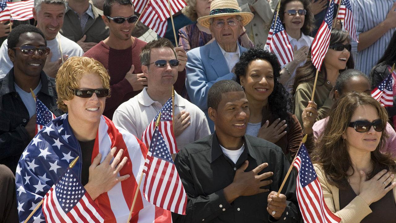 Američané jsou zvyklí zpívat státní hymnu s rukou na srdci. Ale přou se o to, kdy jejich země vlastně vznikla.